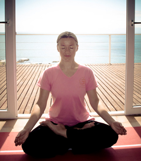 best yoga therapist that provides restorative yoga retreat in india